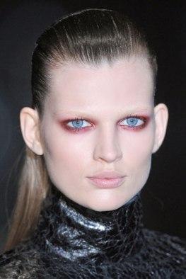 hbz-fw13-makeup-trend-prune-eyes-Gucci-clp-A-RF13-9826-lgn